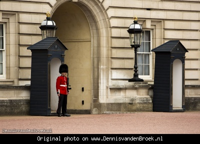 Guard Buckingham Palace